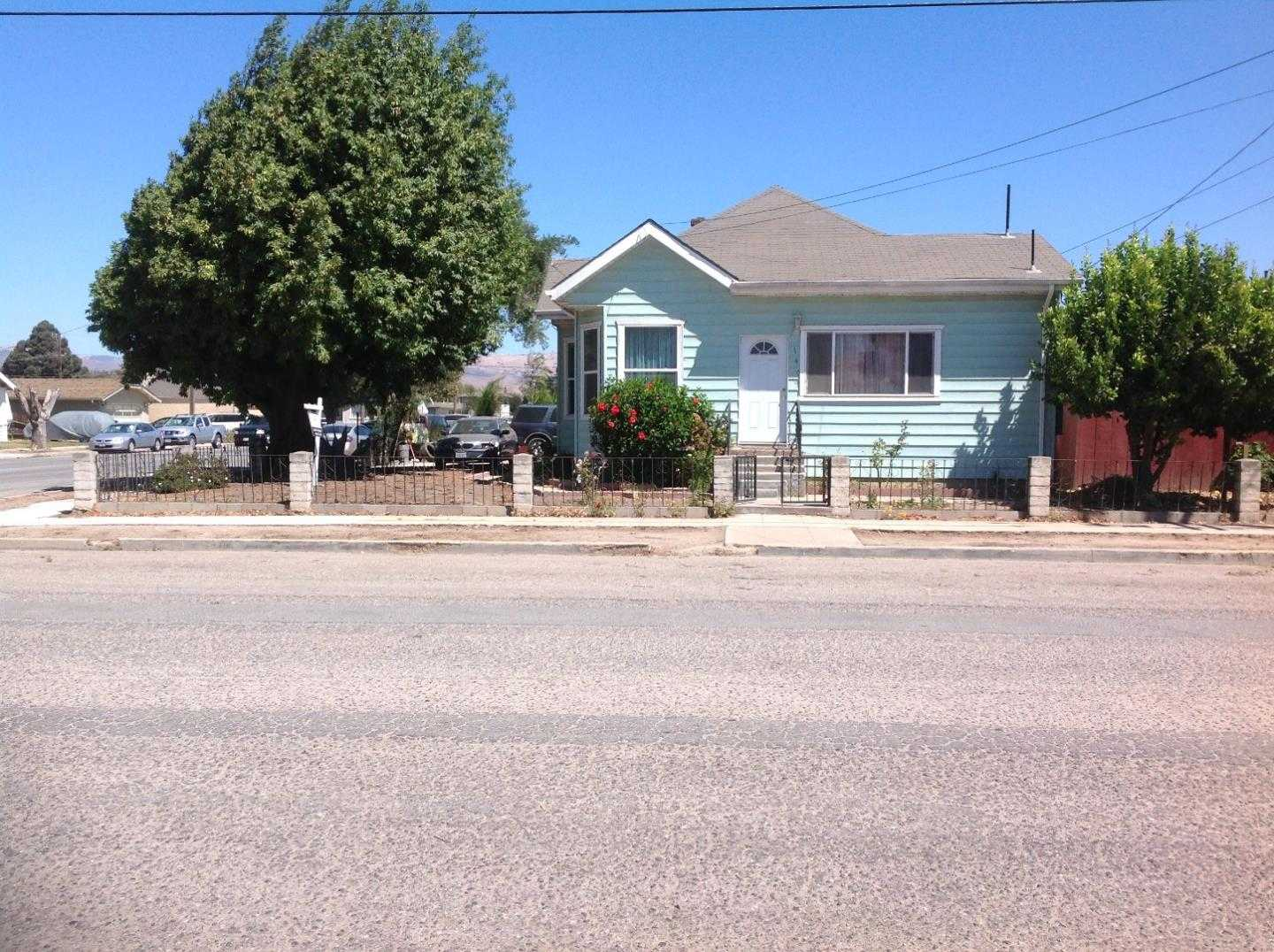 $400,000 - 4Br/2Ba -  for Sale in Gonzales
