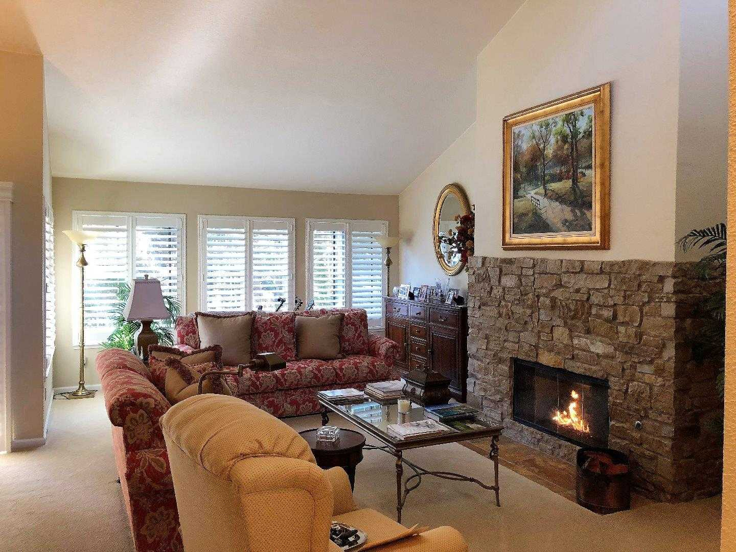 $600,000 - 3Br/3Ba -  for Sale in Pebble Beach