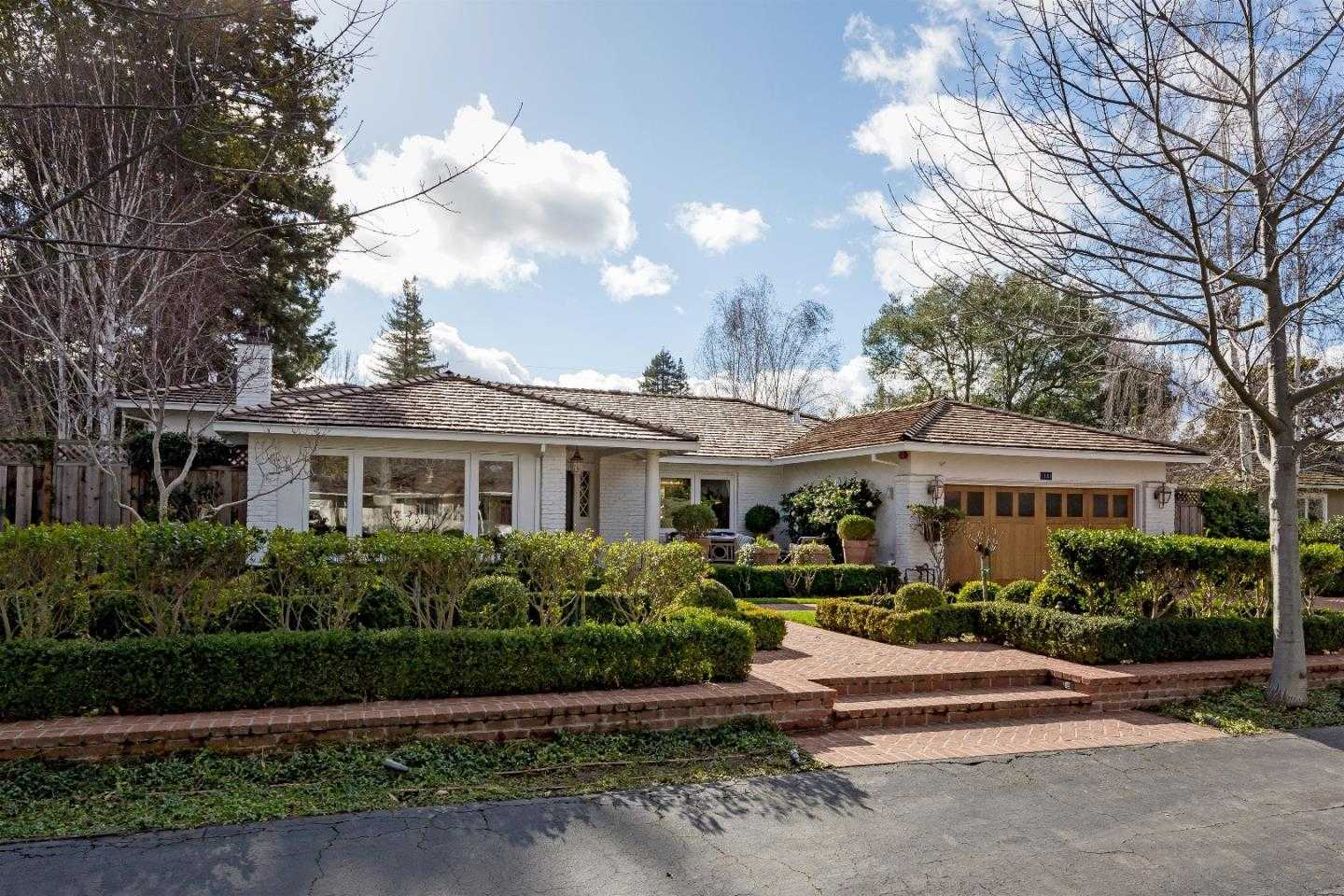 $4,995,000 - 4Br/4Ba -  for Sale in Menlo Park
