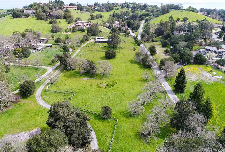 $10,988,000 - 4Br/3Ba -  for Sale in Los Altos Hills