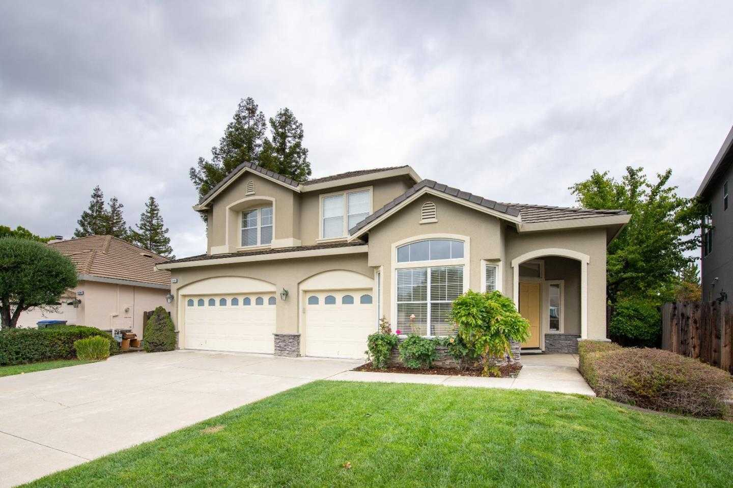Photo of  5640 Domaine Dr