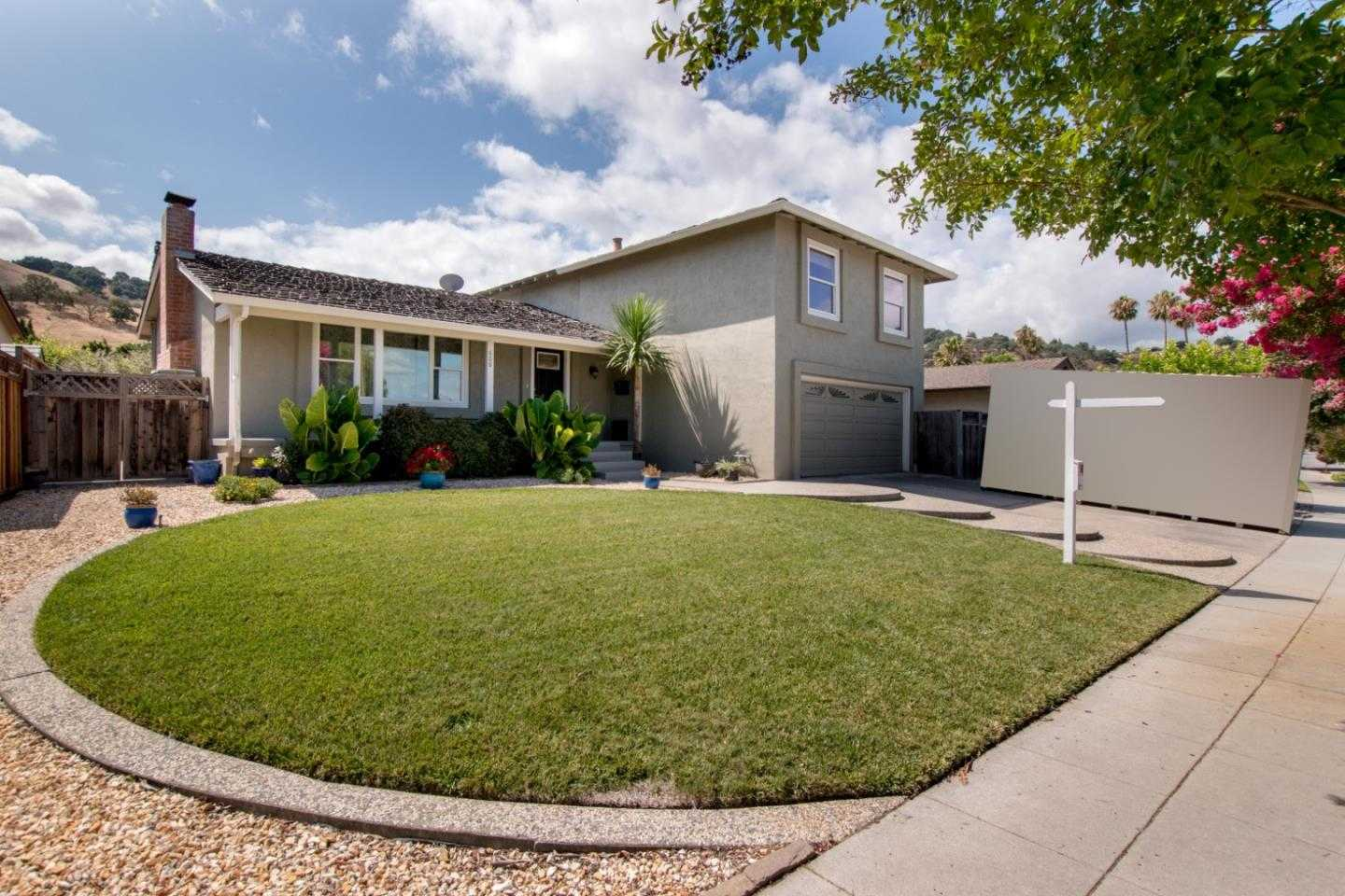 $1,088,000 - 4Br/3Ba -  for Sale in San Jose