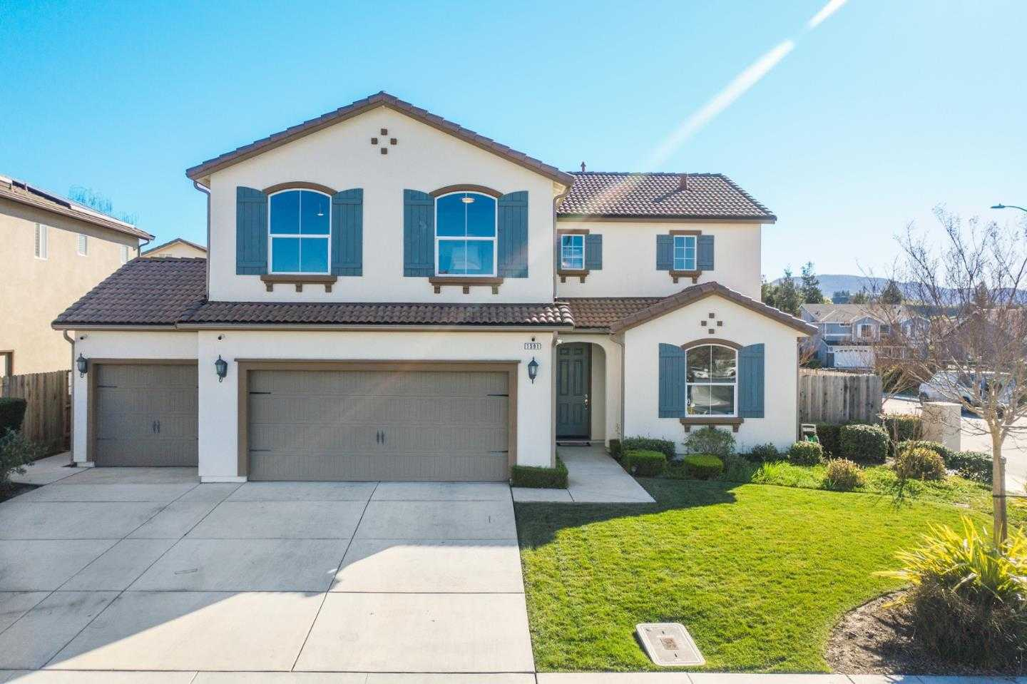 $684,000 - 4Br/3Ba -  for Sale in Hollister