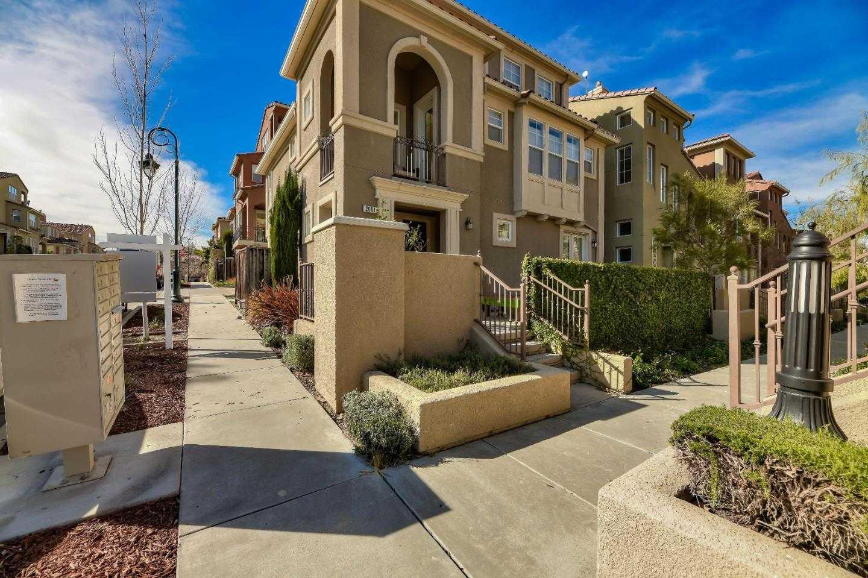 2051 Mary Helen Ln San Jose, CA 95136