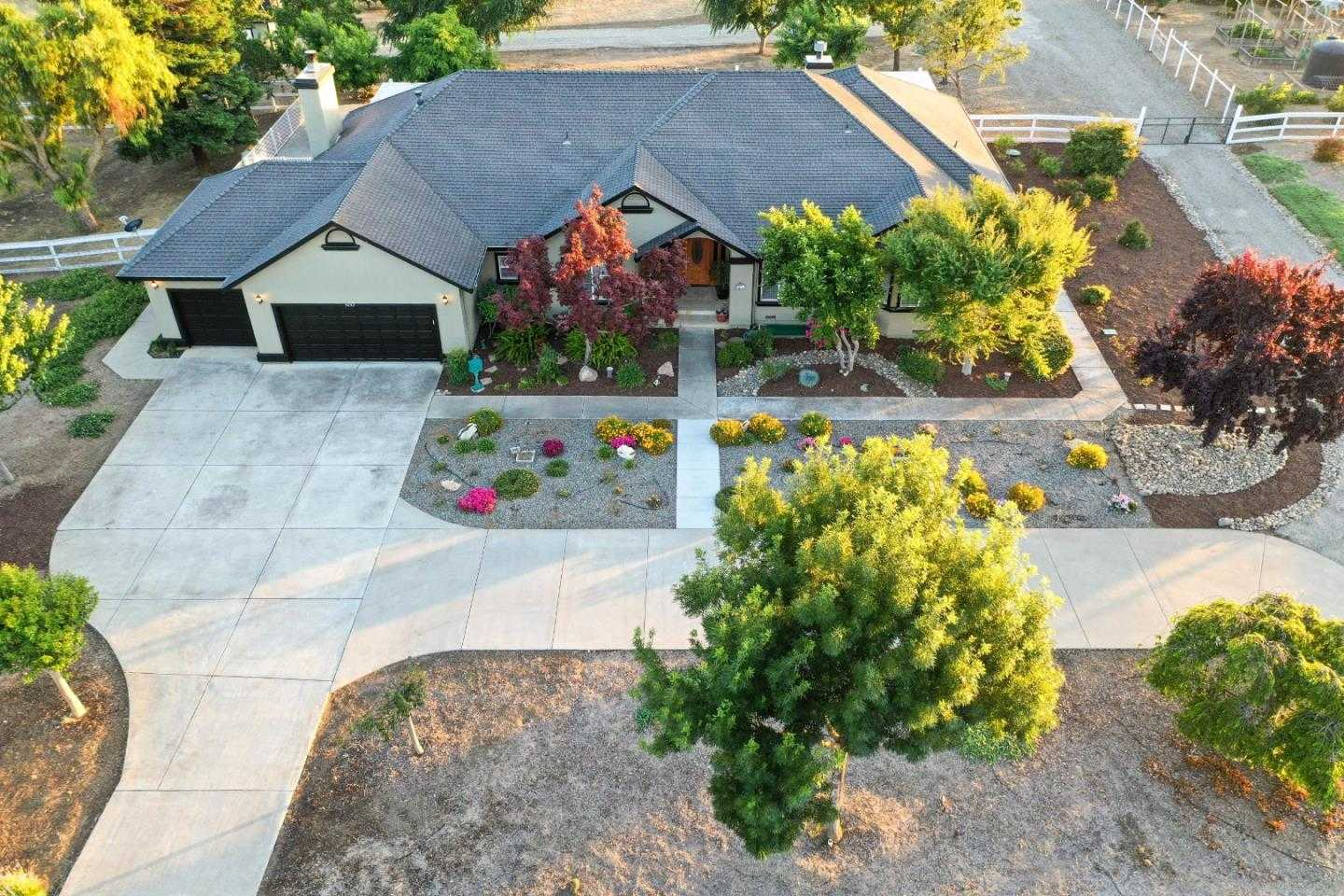 $1,275,000 - 4Br/3Ba -  for Sale in Tres Pinos