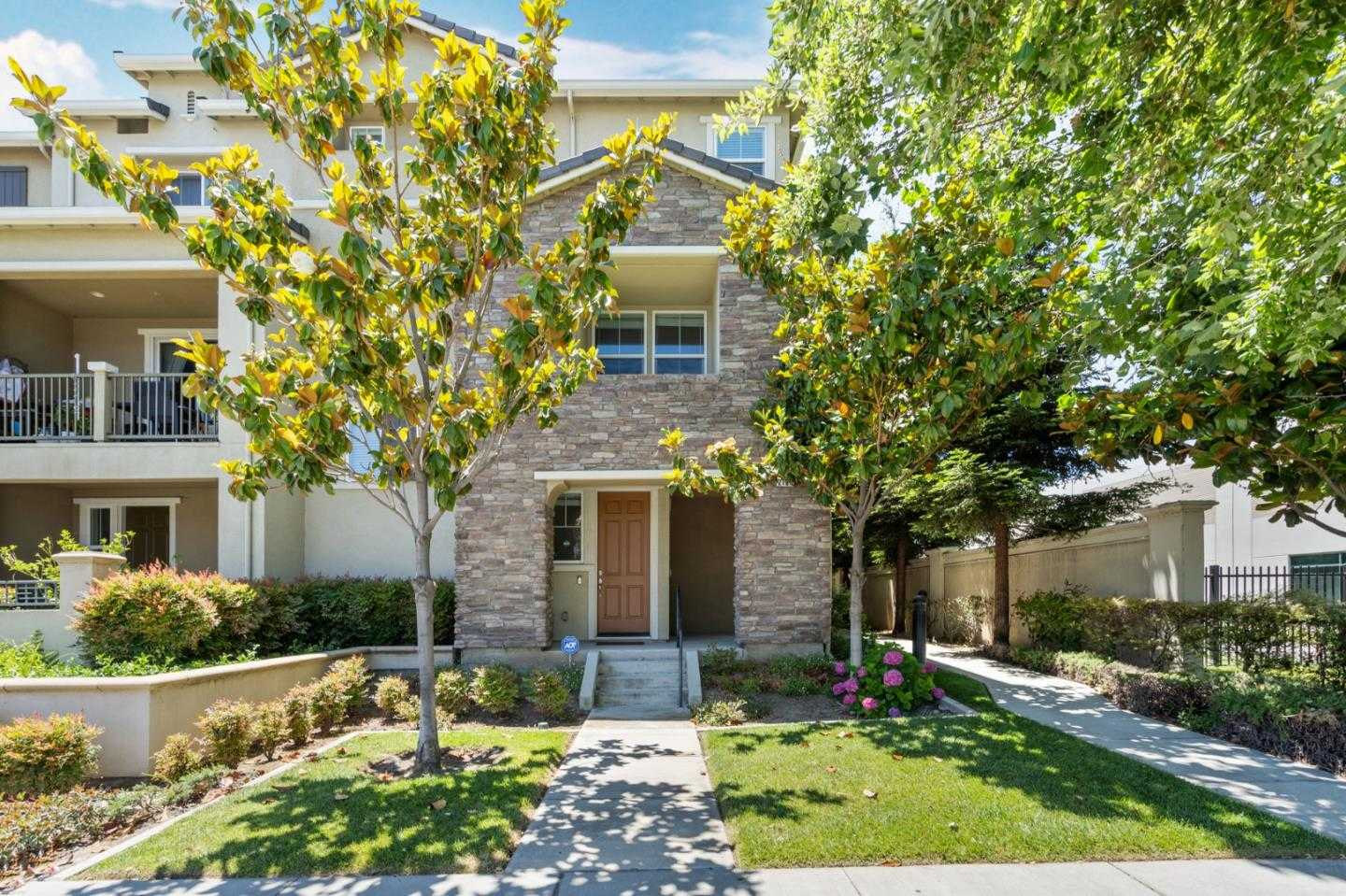 $848,000 - 2Br/3Ba -  for Sale in San Jose
