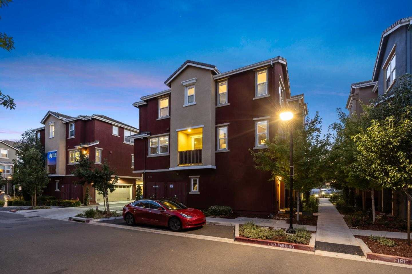 $1,096,000 - 3Br/3Ba -  for Sale in Milpitas