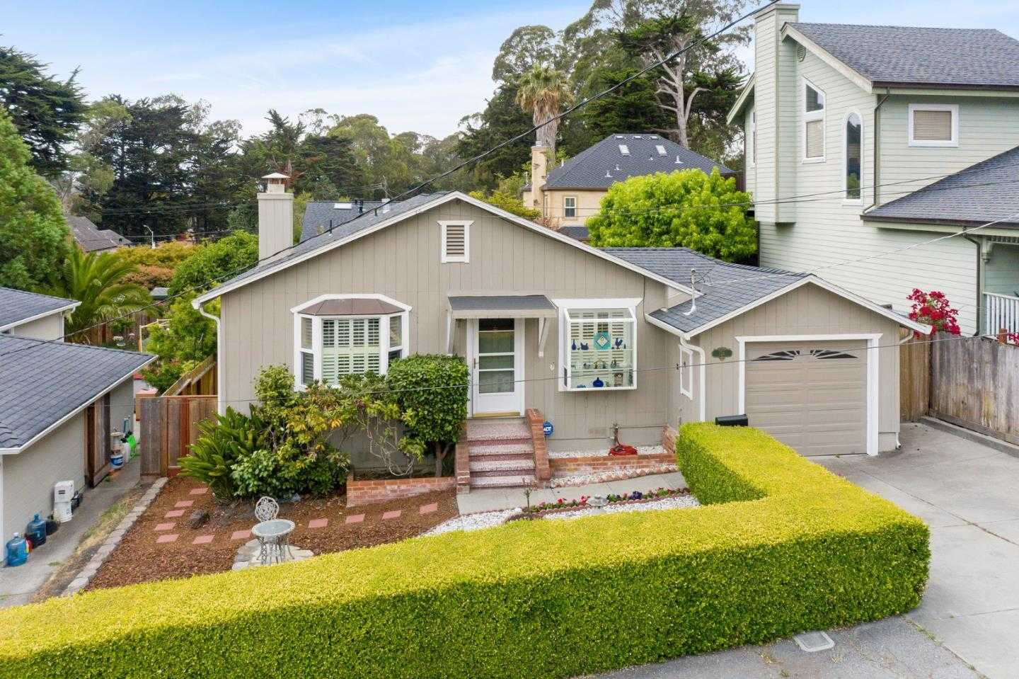 $1,100,000 - 3Br/2Ba -  for Sale in Pacifica