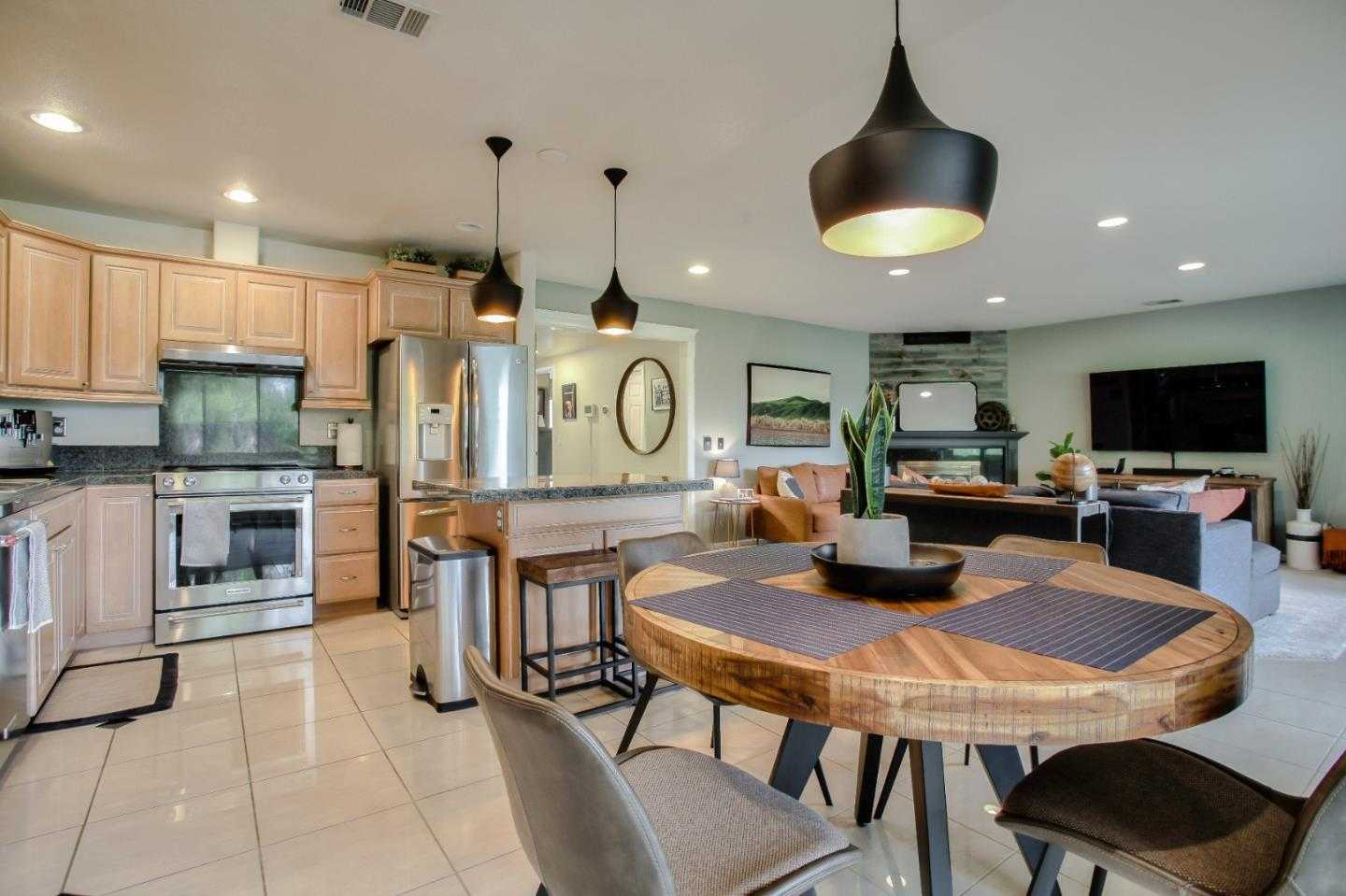 $599,999 - 2Br/2Ba -  for Sale in San Jose