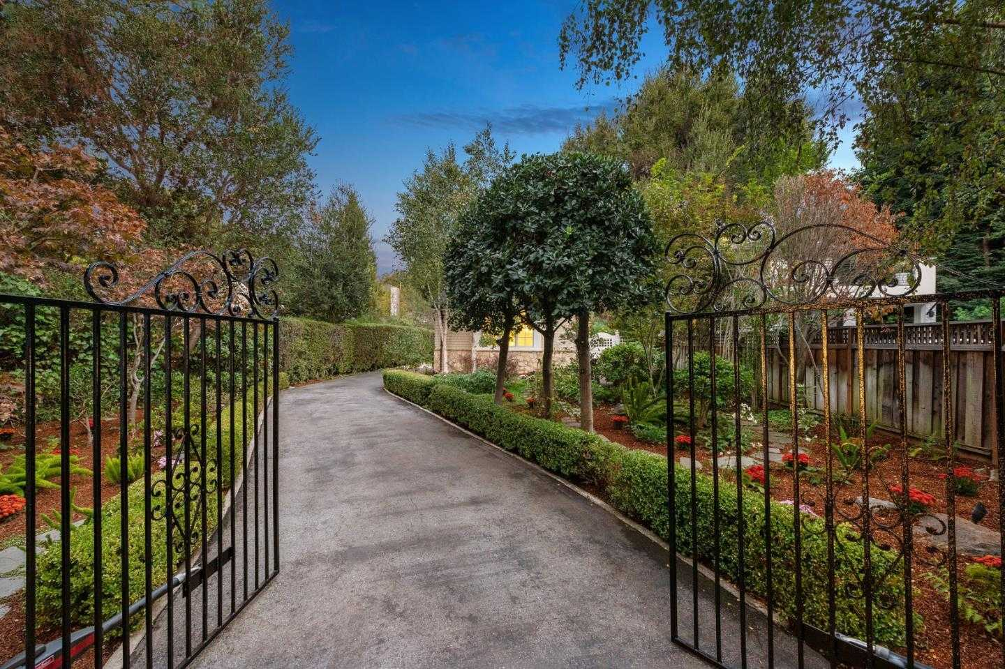 $3,090,000 - 3Br/3Ba -  for Sale in Atherton