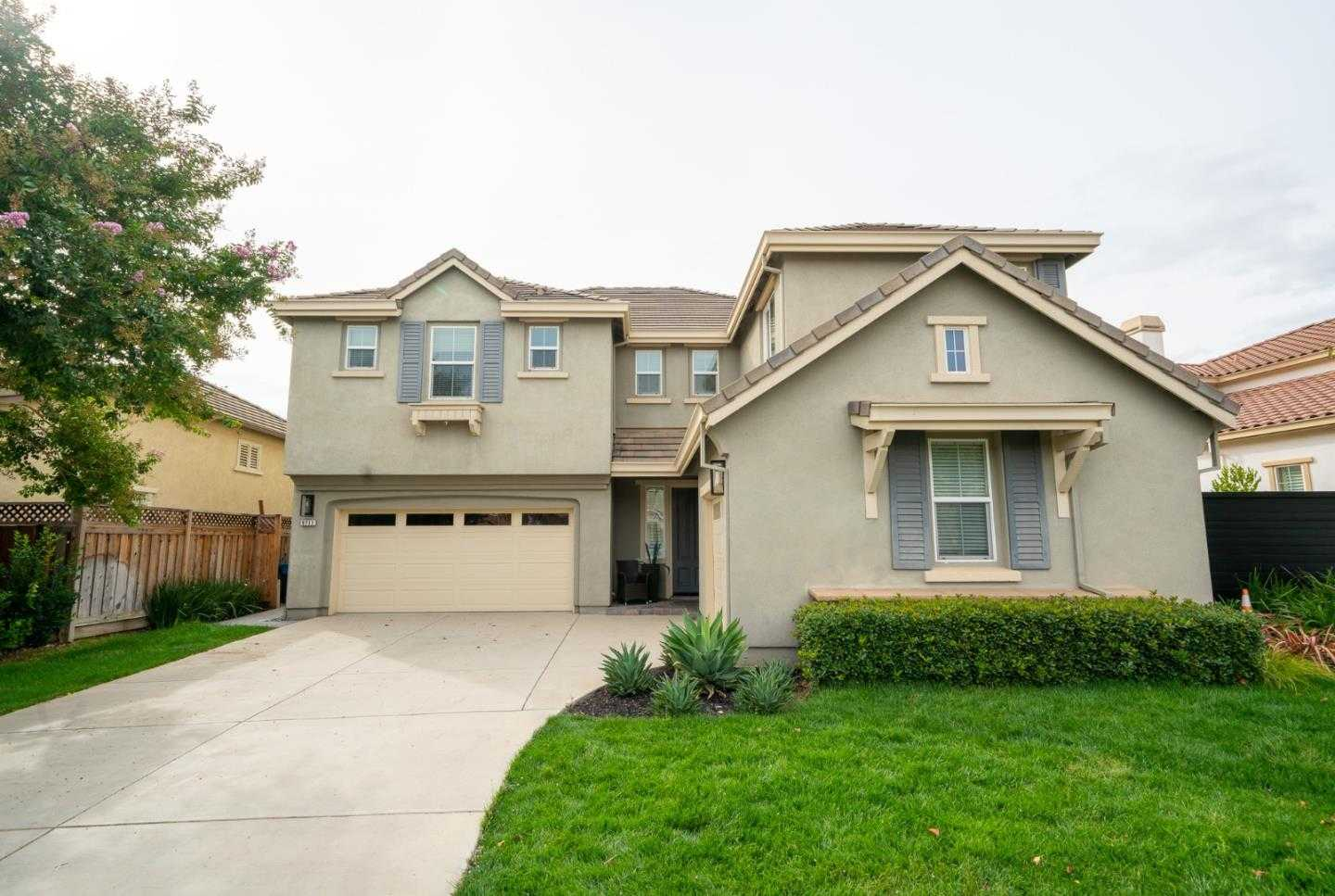 $998,000 - 5Br/4Ba -  for Sale in Gilroy