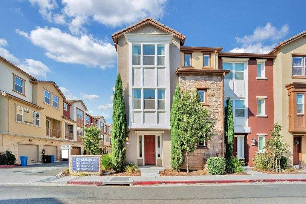 $899,999 - 2Br/3Ba -  for Sale in Milpitas