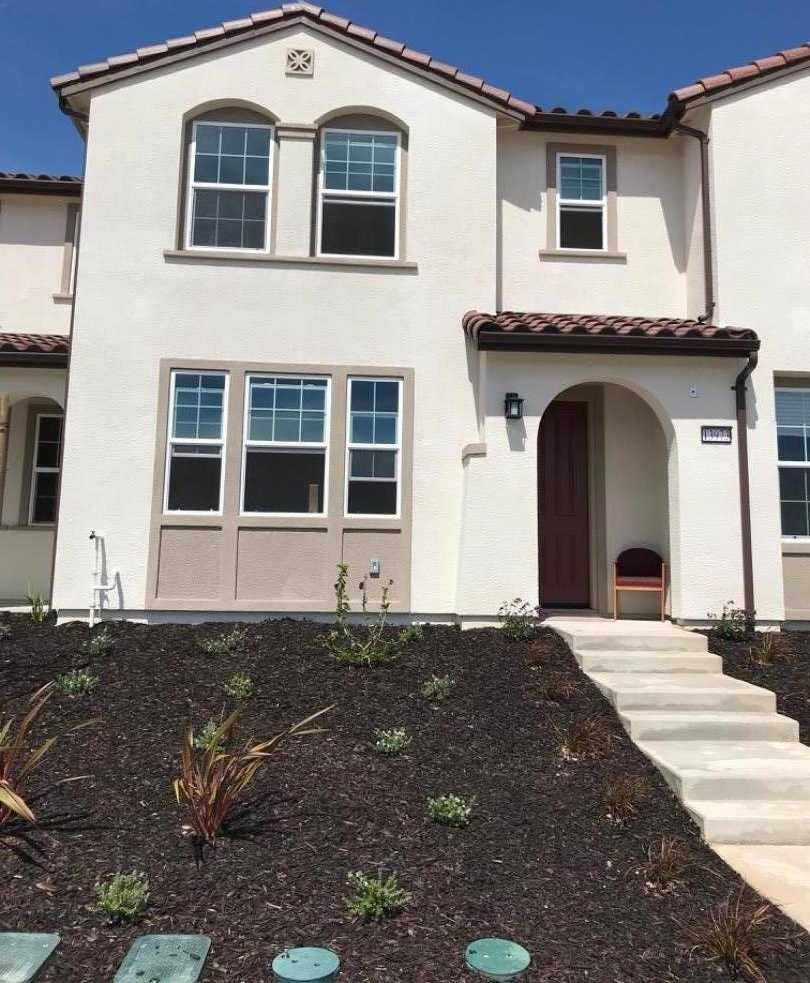 $589,500 - 3Br/3Ba -  for Sale in Marina