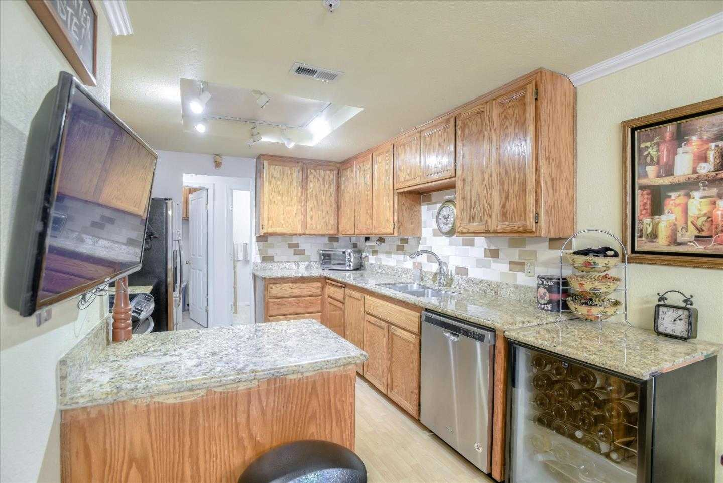 $829,000 - 2Br/3Ba -  for Sale in Redwood City