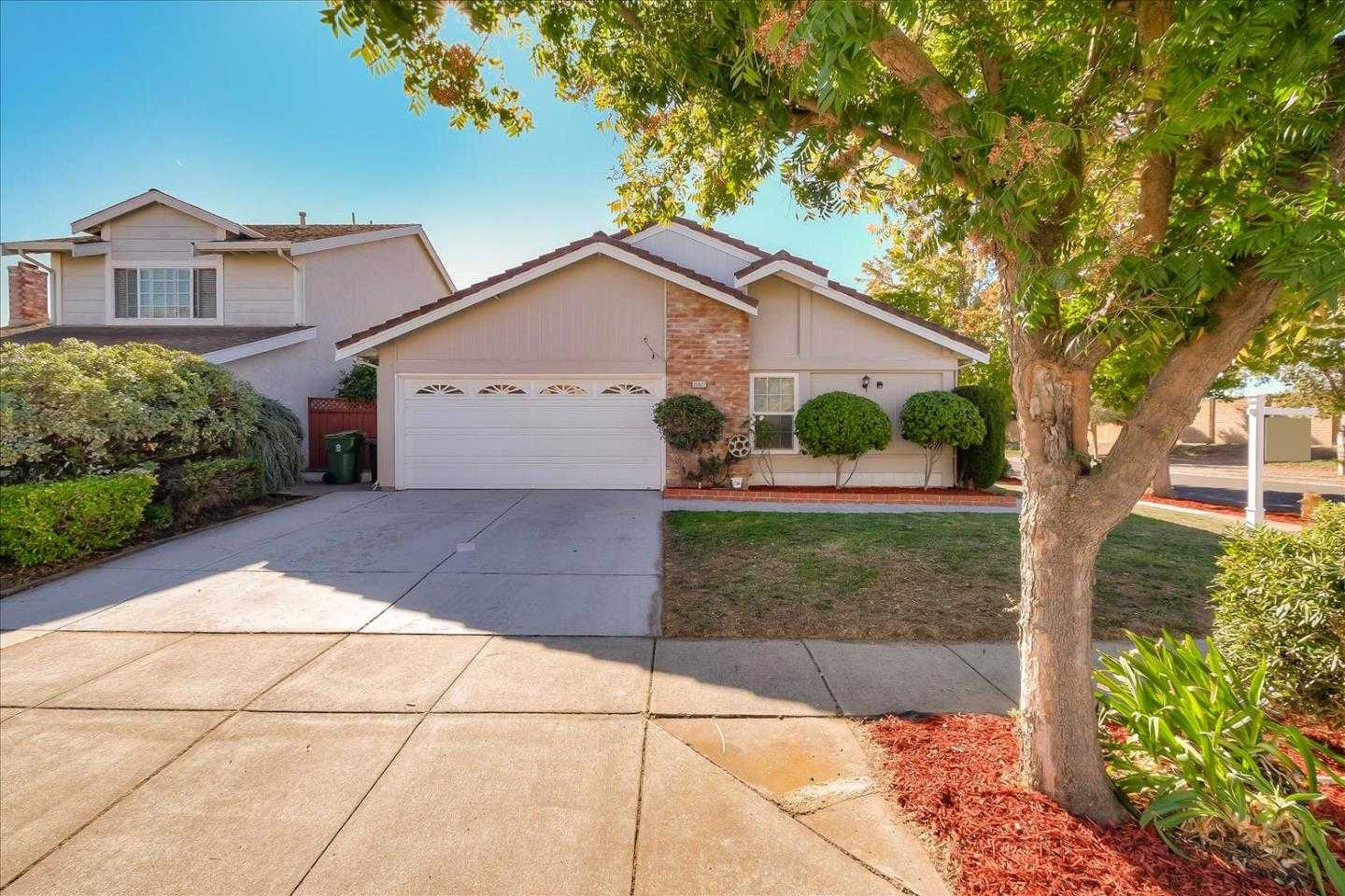 $1,158,000 - 4Br/2Ba -  for Sale in Fremont