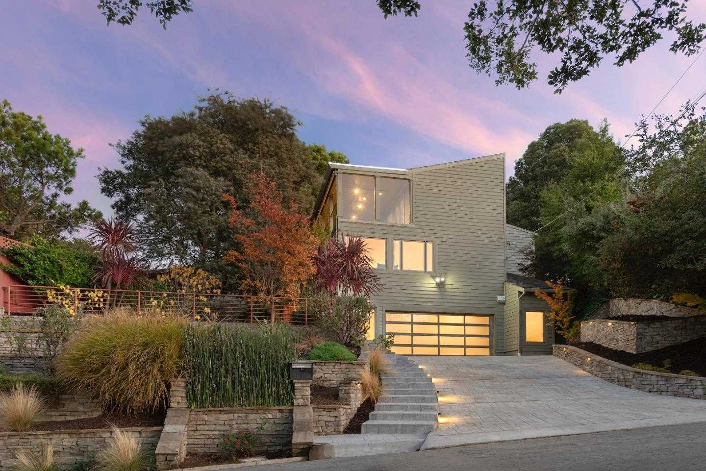 $2,750,000 - 2Br/3Ba -  for Sale in Burlingame