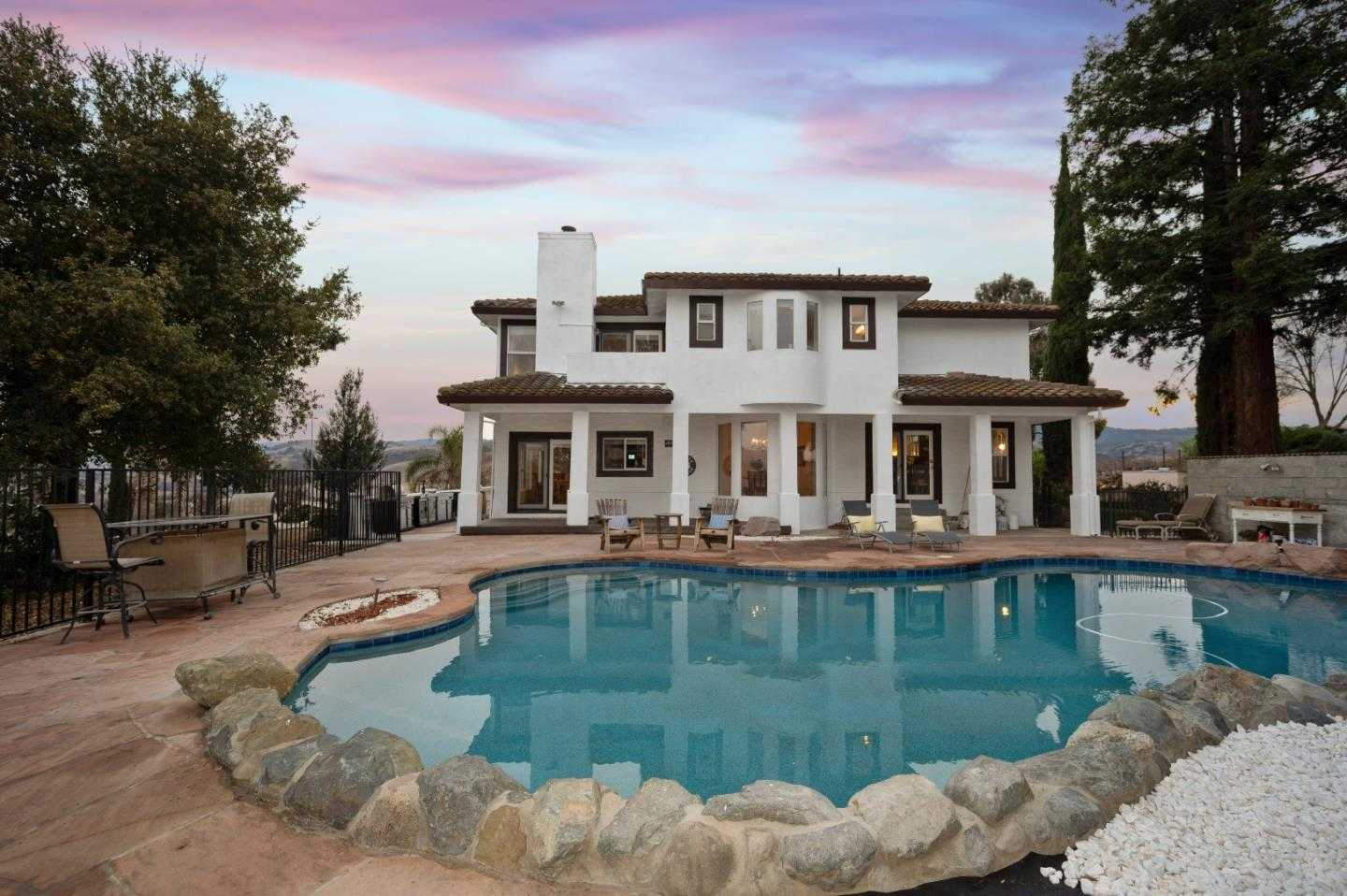 $1,100,000 - 3Br/3Ba -  for Sale in Hollister
