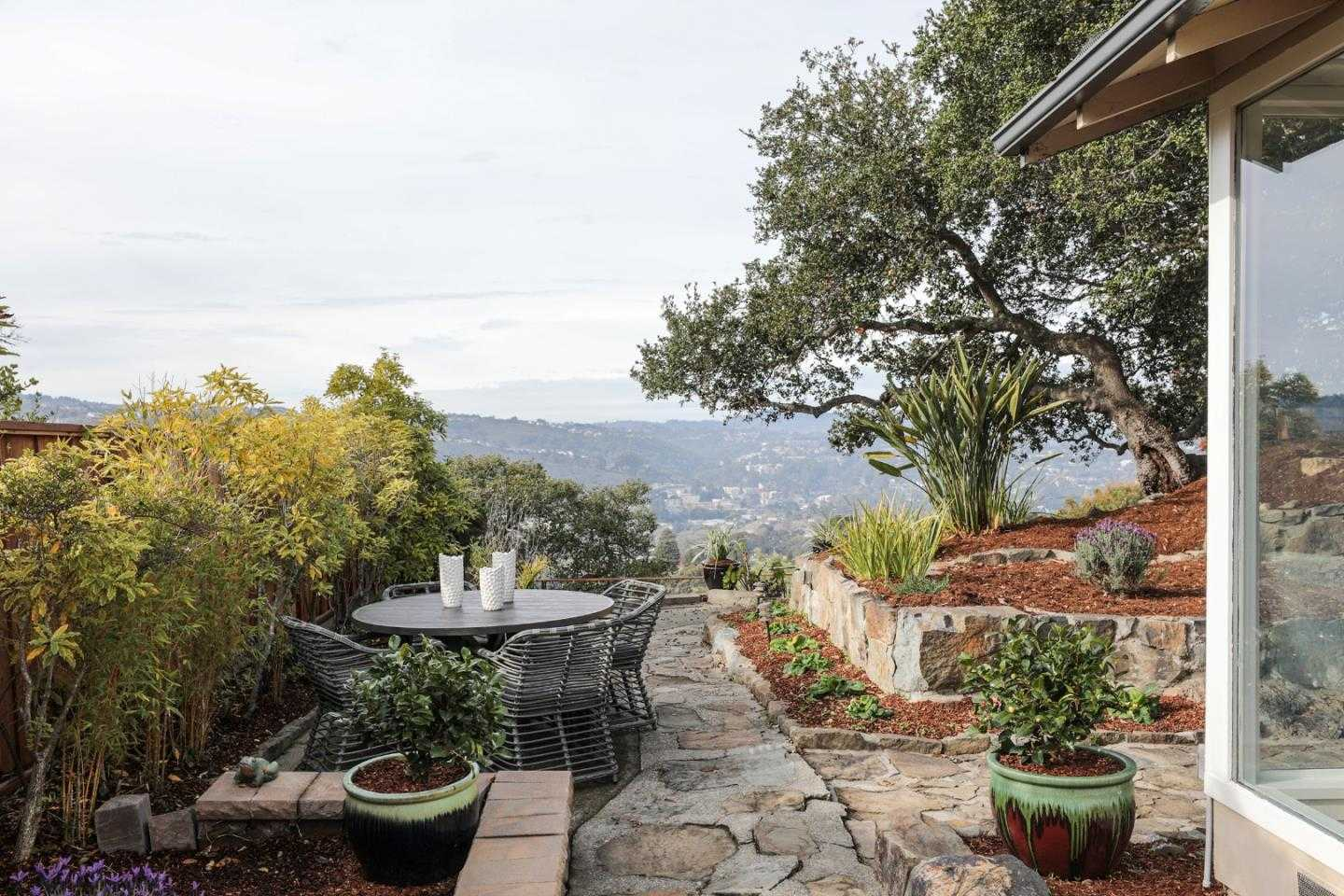$1,748,000 - 3Br/2Ba -  for Sale in San Carlos