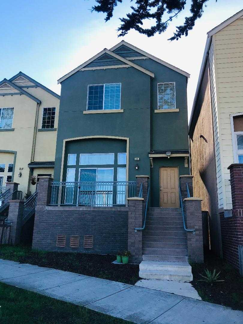 $649,500 - 3Br/3Ba -  for Sale in Marina
