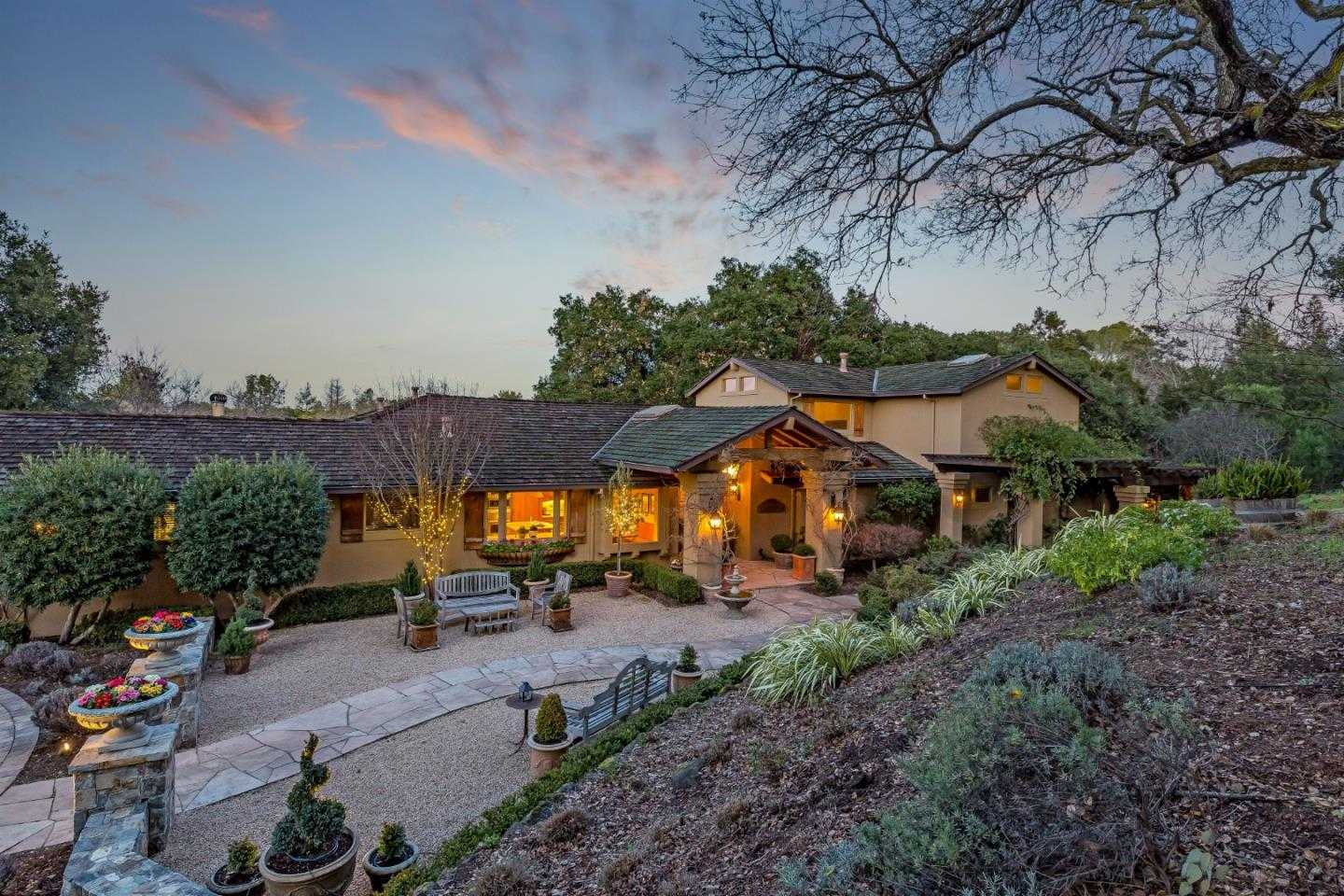 $5,128,000 - 4Br/4Ba -  for Sale in Los Altos Hills