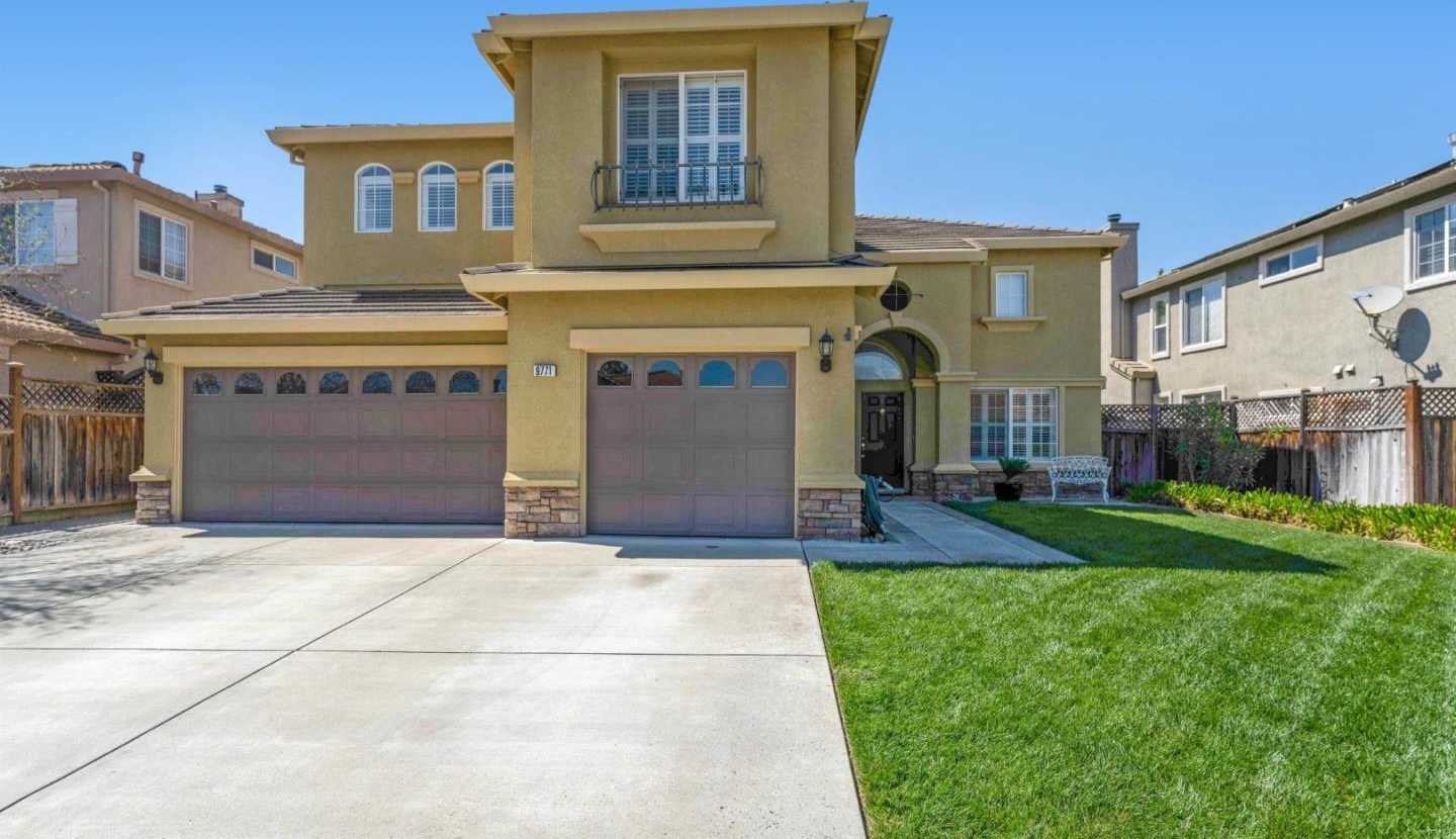 $1,135,000 - 4Br/3Ba -  for Sale in Gilroy