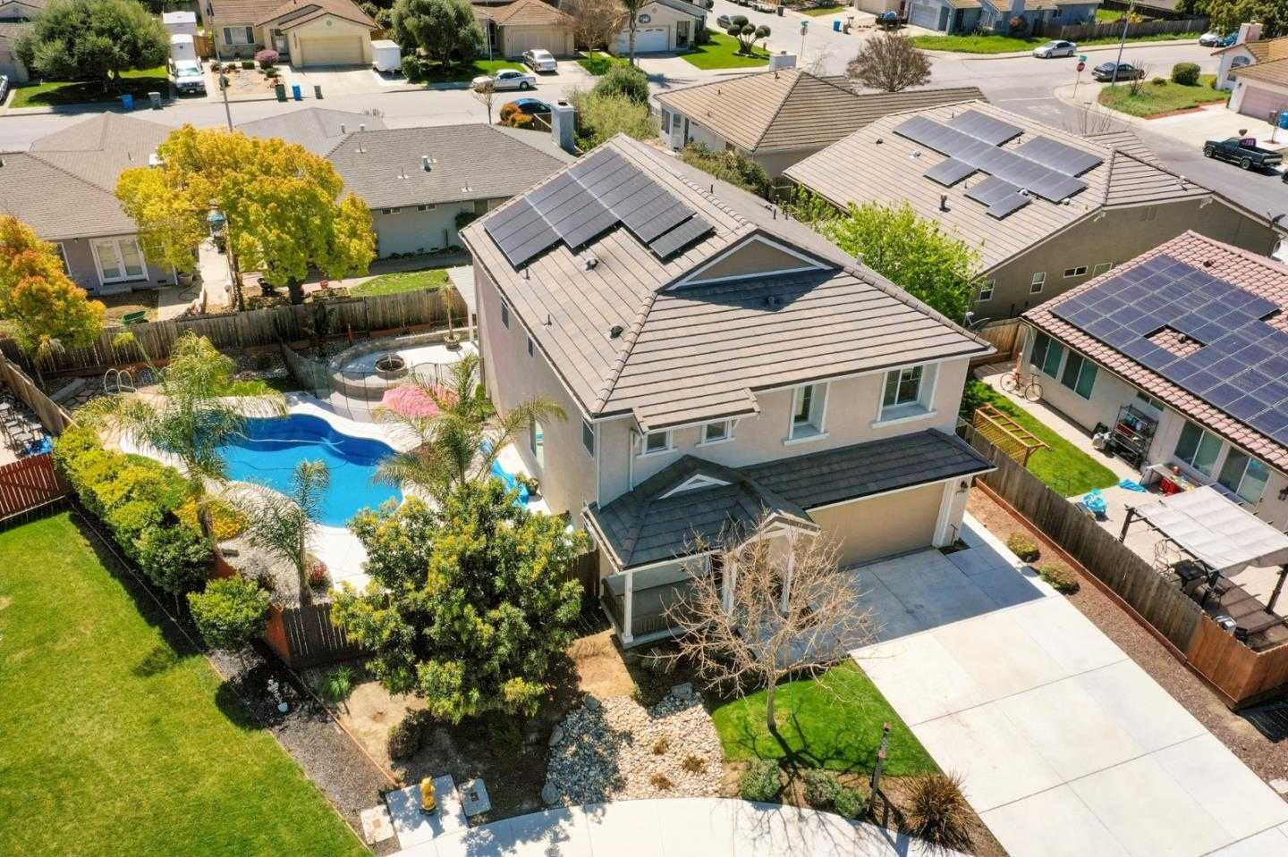 $699,000 - 4Br/3Ba -  for Sale in Hollister