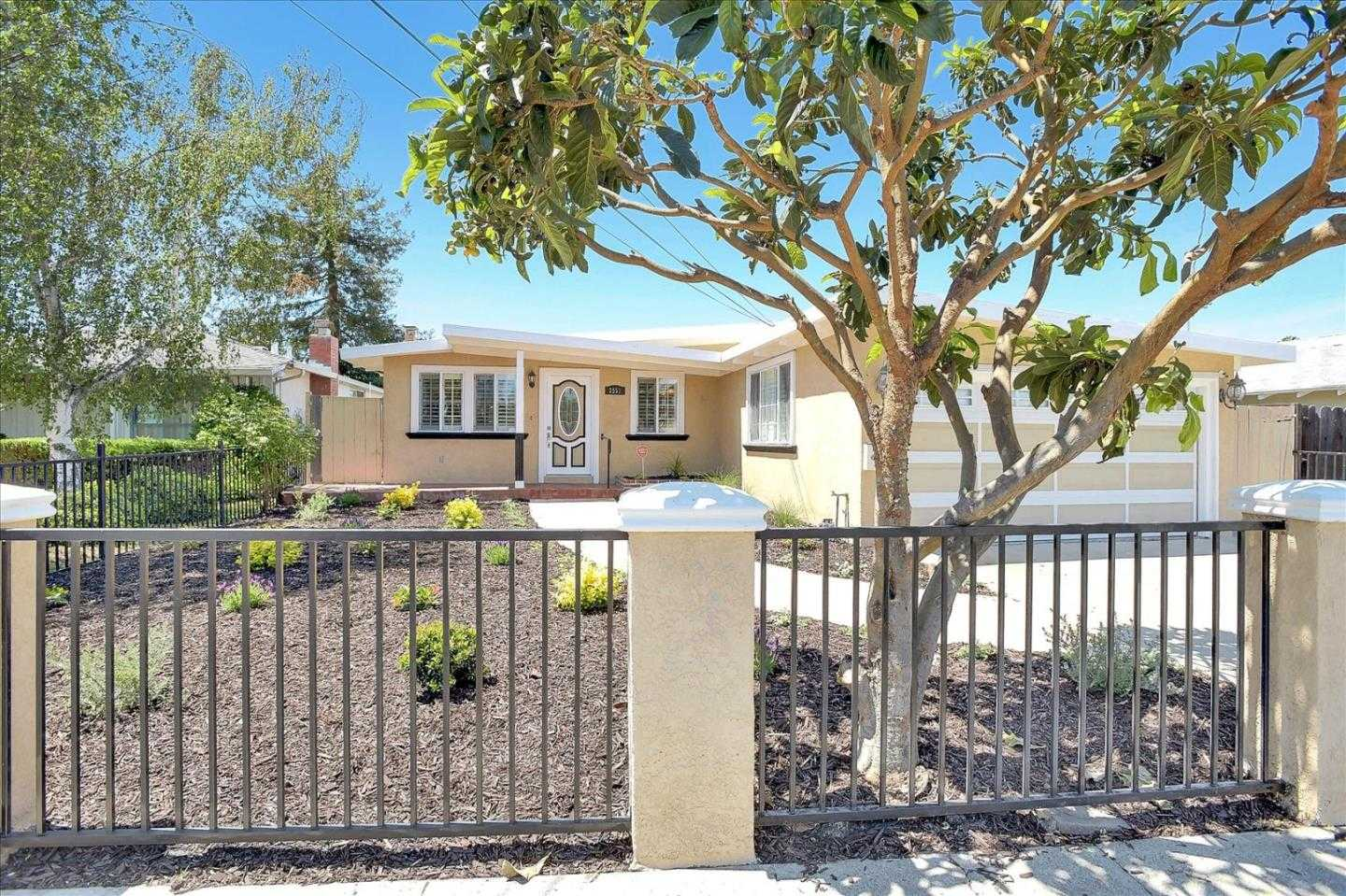 $1,000,000 - 3Br/2Ba -  for Sale in East Palo Alto