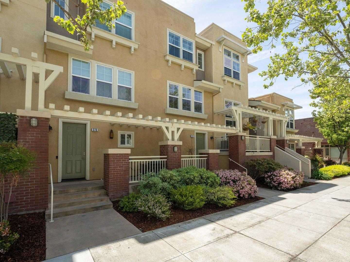 $899,800 - 2Br/3Ba -  for Sale in San Jose