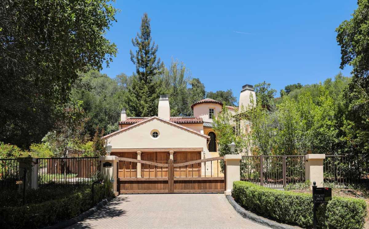 $6,879,000 - 4Br/5Ba -  for Sale in Los Altos Hills