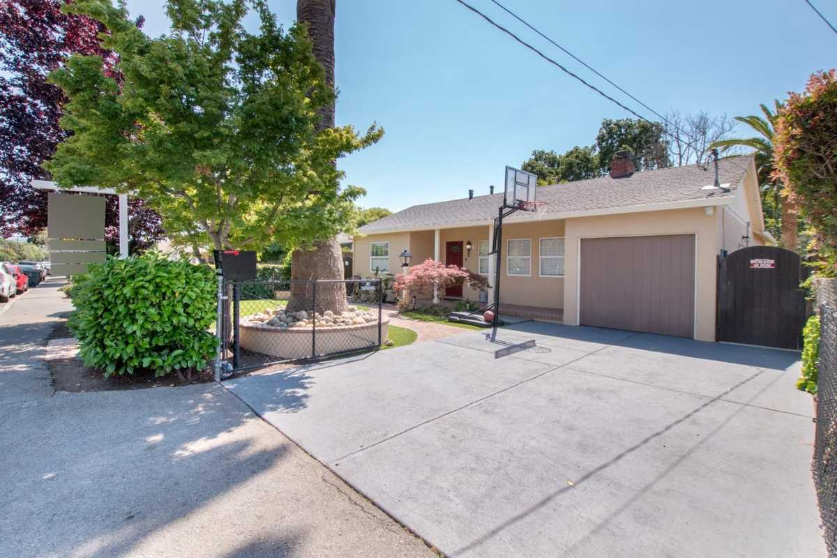 $1,099,000 - 3Br/2Ba -  for Sale in East Palo Alto