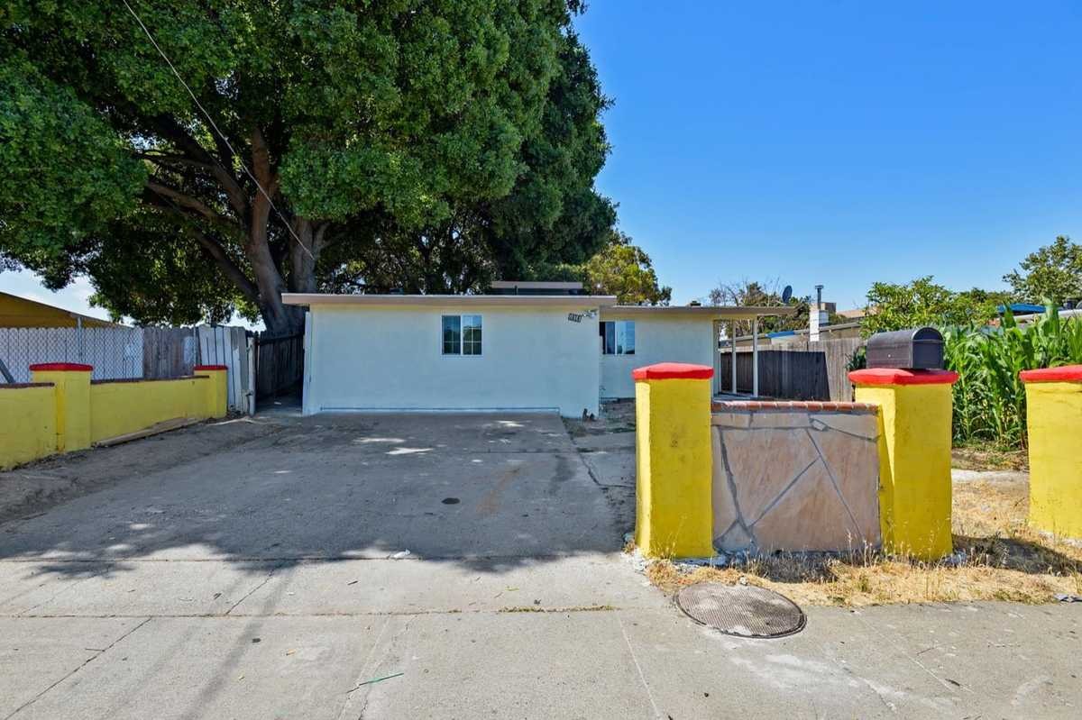$1,000,000 - 4Br/2Ba -  for Sale in East Palo Alto