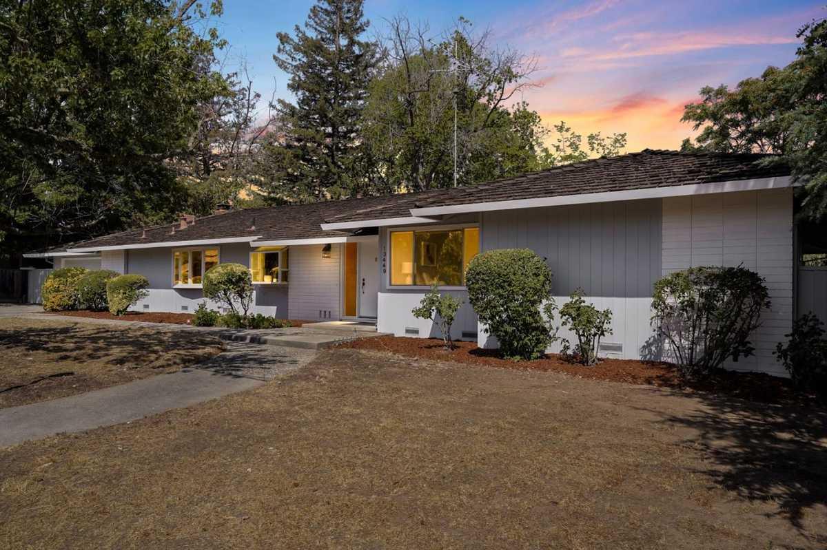 $3,198,000 - 4Br/3Ba -  for Sale in Saratoga