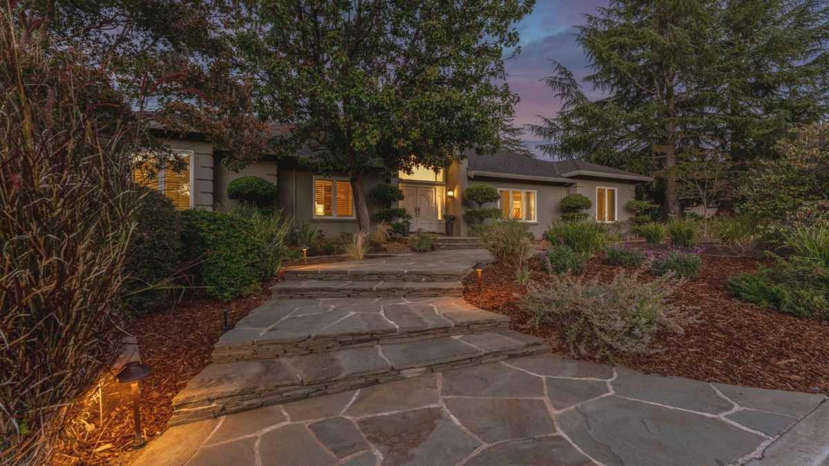 $4,398,000 - 5Br/4Ba -  for Sale in Saratoga