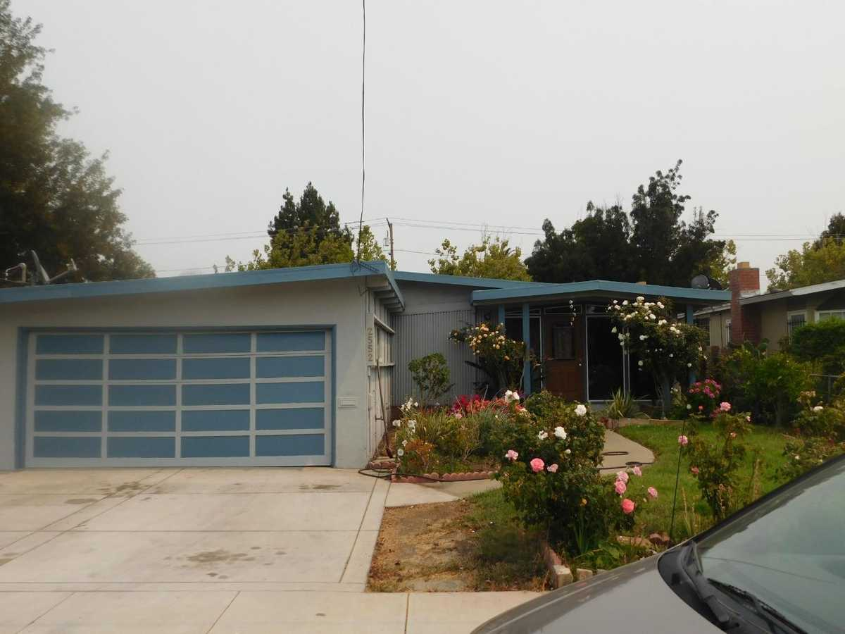 $989,999 - 3Br/2Ba -  for Sale in East Palo Alto