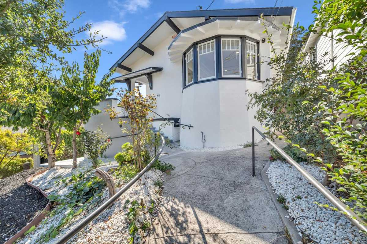 $1,095,000 - 3Br/2Ba -  for Sale in Oakland