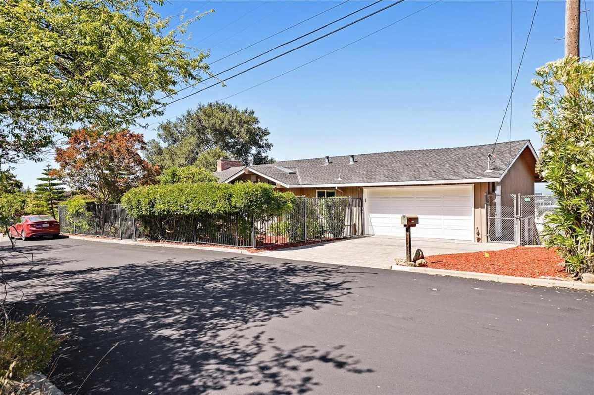 $2,698,000 - 4Br/3Ba -  for Sale in Belmont