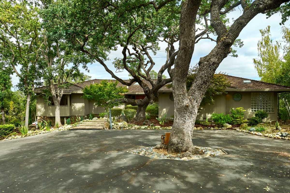 $4,200,000 - 3Br/3Ba -  for Sale in Los Altos Hills