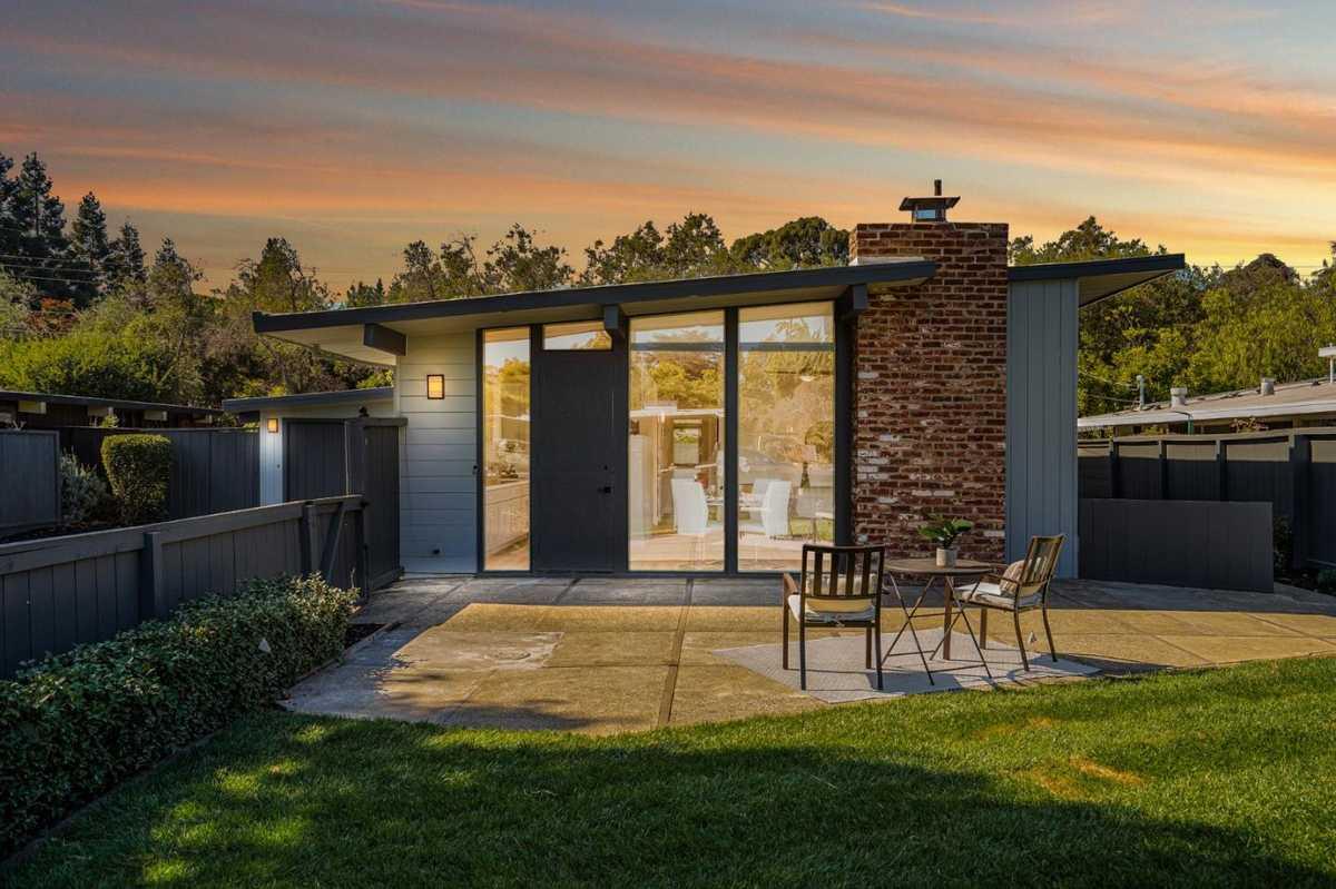 $2,195,000 - 3Br/1Ba -  for Sale in Palo Alto