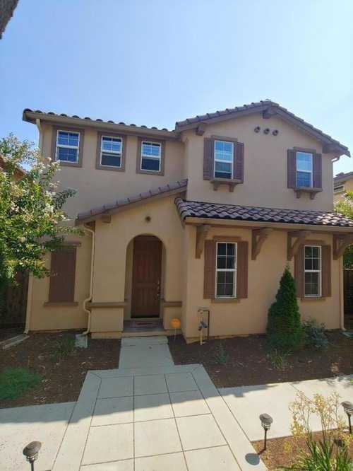 $825,000 - 3Br/3Ba -  for Sale in Gilroy