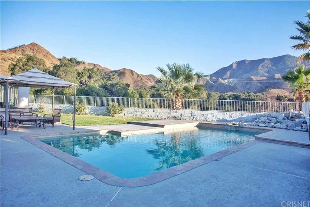 $799,900 - 5Br/3Ba -  for Sale in Canyon Country