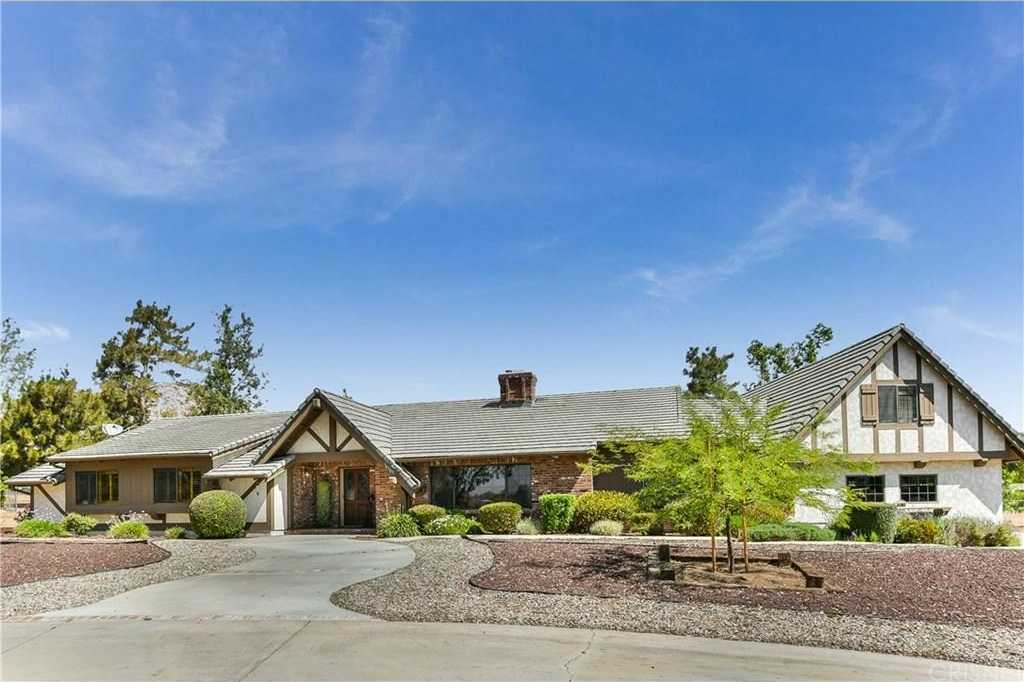 $949,000 - 4Br/3Ba -  for Sale in Agua Dulce