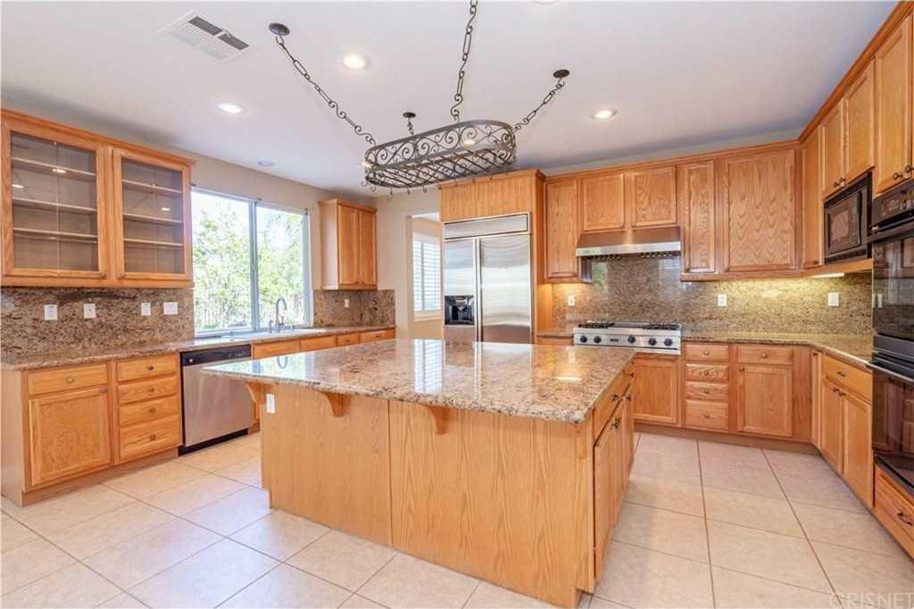 $939,000 - 5Br/4Ba -  for Sale in Stevenson Ranch