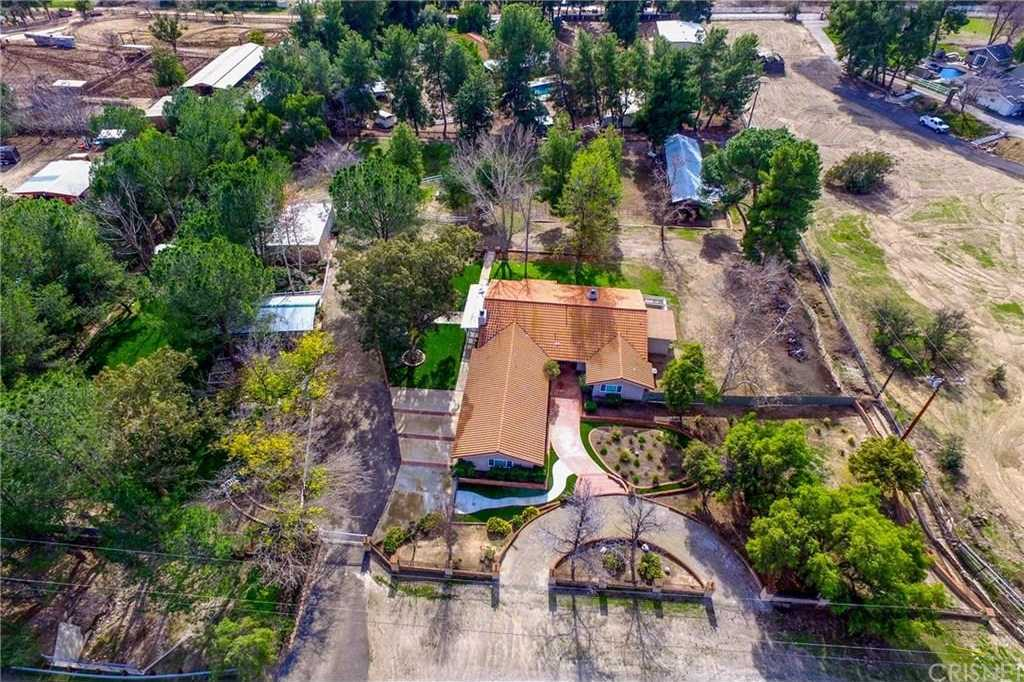 $999,999 - 4Br/4Ba -  for Sale in Castaic