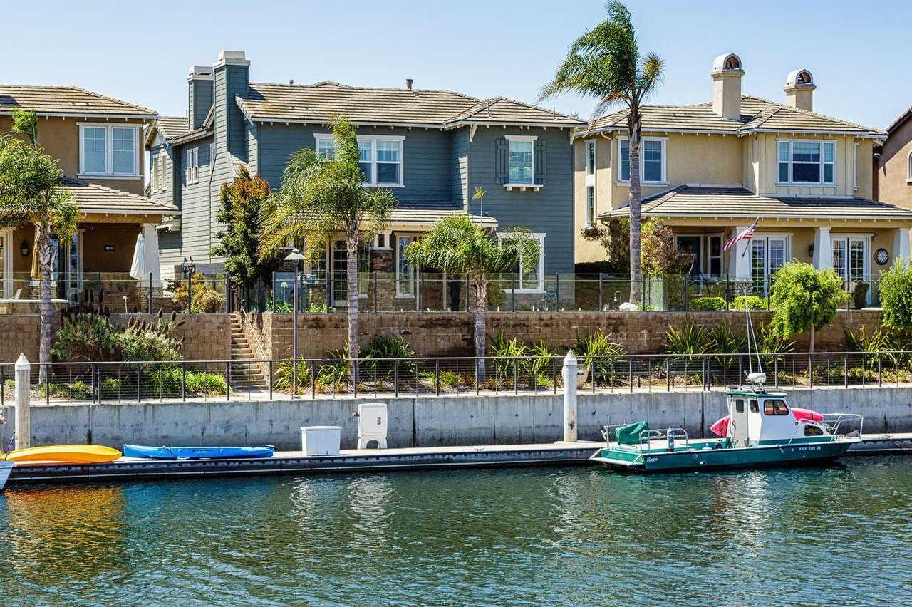 $1,399,000 - 3Br/3Ba -  for Sale in Oxnard