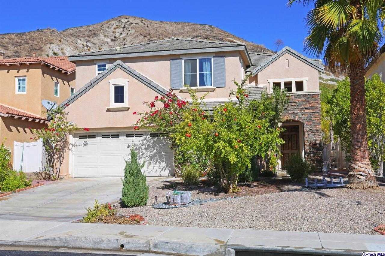 $699,000 - 4Br/3Ba - for Sale in Canyon Country