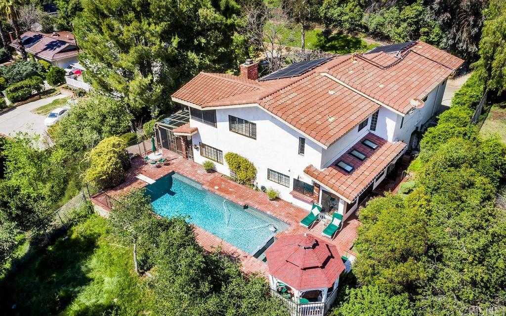 $975,000 - 4Br/3Ba - for Sale in Newhall