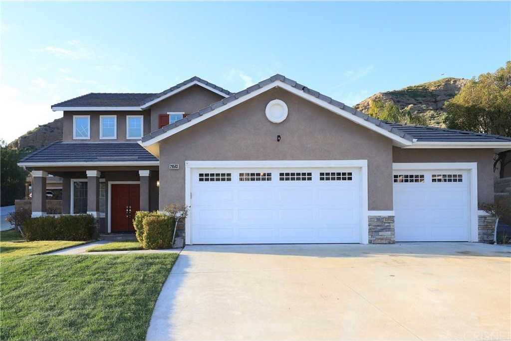 $642,000 - 4Br/3Ba -  for Sale in Canyon Country