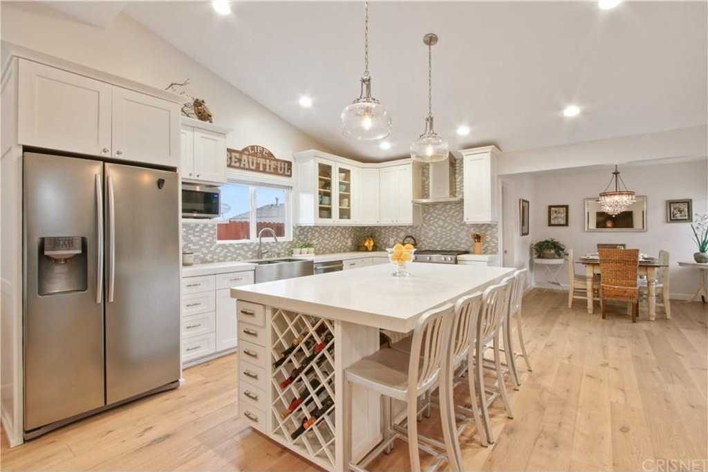 $1,194,000 - 3Br/3Ba -  for Sale in Woodland Hills