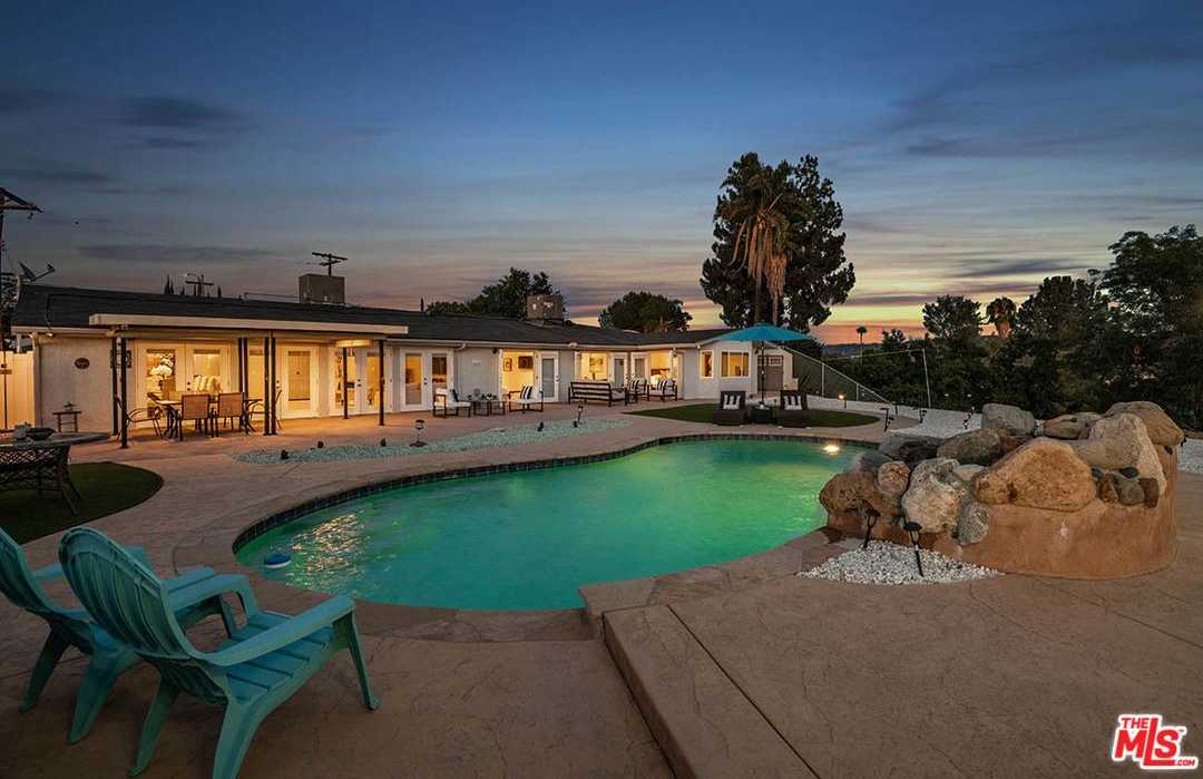 $1,199,999 - 4Br/4Ba -  for Sale in Woodland Hills