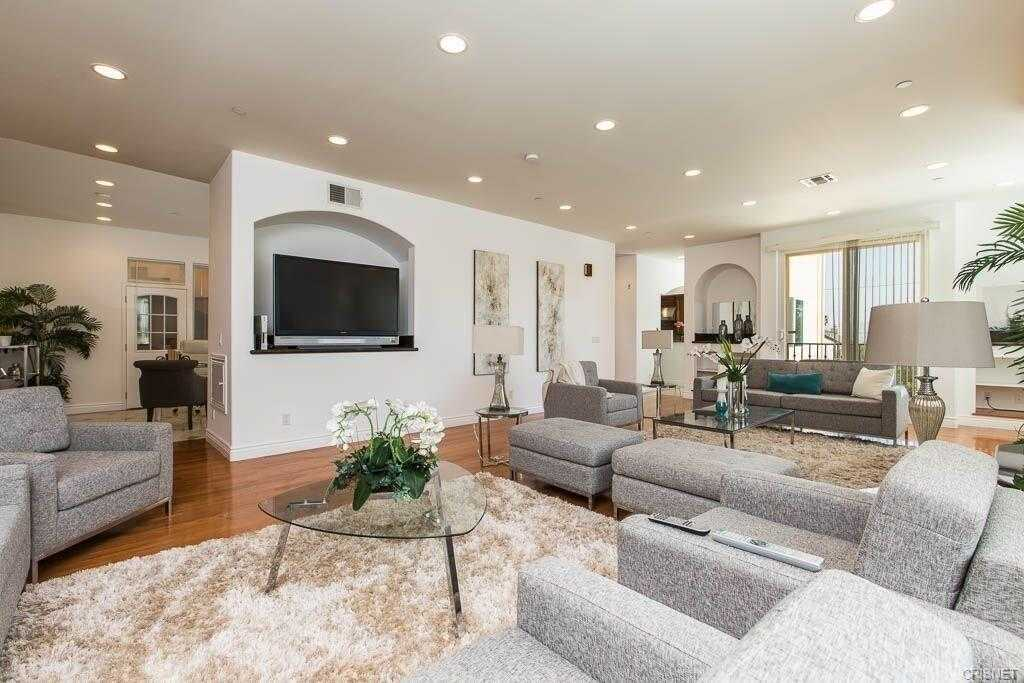 $1,099,000 - 4Br/4Ba -  for Sale in Woodland Hills